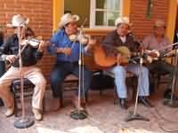 Tob�as Hern�ndez y sus Huapangueros de la Sierra de Xichu, Guanajuato. Foto: Cortes�a/Cenart